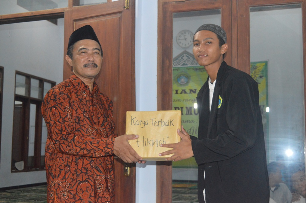 juara santri menulis kategori menulis Hikmah dengan tema isra' mi'raj di perolh pleh Arif Ahmad